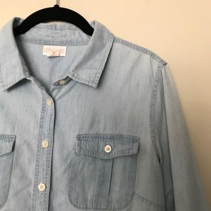 Lucy & Laurel Sz M chambray faded shirt & pockets